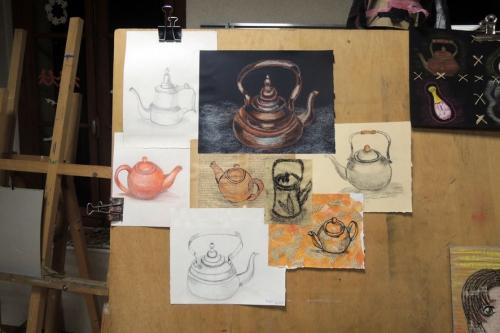 atelier, arts, plastiques, adultes, dessin, patchwork, couture, papier, théières